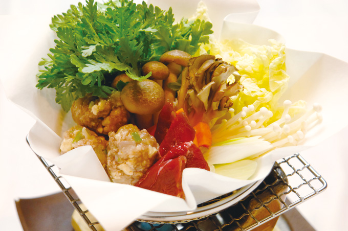 鹿もも肉と鶏肉、豆腐のつみれ鍋